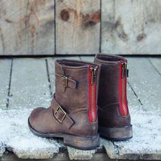 Snowy Creek Boots in Oak - Spool72... Get on my feet right MEOW