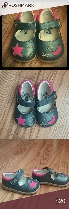 See kai run girls shoes size 5 My daughter wore these only once! SO cute! See kai run girls navy blue and pink shoes. Toddler size 5. See Kai Run Shoes Dress Shoes