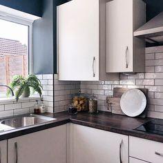 Brick Blanco (White) Kitchen Tiles, New Kitchen, Kitchen Cabinets, Wood Effect Floor Tiles, Tile Floor, Blanco White, Metro Tiles, Tile Grout, Floor Patterns
