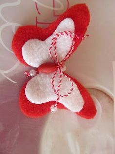 мартеници - Google Search Paper Flowers Craft, Felt Flowers, Flower Crafts, Diy Flowers, Fabric Flowers, Fun Crafts For Kids, Easy Crafts, Diy And Crafts, Spring Projects