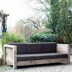The price of outdoor furniture is shocking, but building your own is simple! The price of outdoor furniture is shocking, but building your own is simple! Here are 5 DIY outdoor sofa ideas you can c. Outdoor Sofa, Outdoor Furniture Plans, Diy Garden Furniture, Pallet Furniture, Furniture Making, Furniture Design, Building Furniture, Furniture Ideas, Outdoor Living