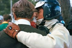 A last exchange of words with Colin Chapman before the practice session, Monte Carlo, Monaco, 07 May Racing Helmets, F1 Racing, Vintage Sports Cars, Vintage Racing, Formula 1, Race In America, Vintage Helmet, Lotus F1, Gilles Villeneuve