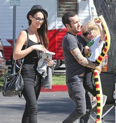 Pete Wentz with son Bronx and girlfriend Meagan Emo Band Memes, Emo Bands, Music Bands, Music Stuff, My Music, Fall Out Boy Songs, Save Rock And Roll, Soul Punk, Pete Wentz