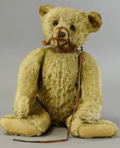 Old Steiff bear with original muzzle
