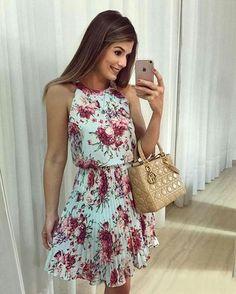 with ・・・ {Sunday } De Vestido floral com saia plissada. Cool Outfits, Summer Outfits, Casual Outfits, Fashion Outfits, Summer Dresses, Womens Fashion, Conservative Fashion, Vestido Casual, Homecoming Dresses
