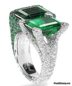 De Grisogono ~ Sparkling Diamond and Emerald Ring. Emerald Jewelry, High Jewelry, Gemstone Jewelry, Jewelry Rings, Jewelry Accessories, Jewelry Design, Emerald Rings, Emerald Diamond, Diamond Rings