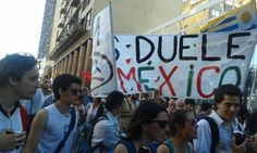¿Qué? En #Uruguay, protestas desde liceos, universidades y calles por caso #Ayotzinapa.  vía @andreaapolaro
