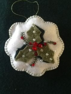 Holly ornament - Image only Felt Christmas Decorations, Christmas Ornaments To Make, Homemade Christmas Gifts, Felt Ornaments, Felt Crafts, Handmade Christmas, Holiday Crafts, Christmas Crafts, Beaded Ornaments