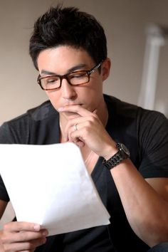 25 Hot Korean Actors who Magically Look Hotter in Glasses Daniel Henney Yeah I've got a thing for guys in glasses especially because I wear glasses and if they are asian. please do not judge me Daniel Henney, Korean Men, Korean Actors, Handsome Asian Men, Tom Ford Eyewear, Asian Men Hairstyle, Trendy Haircuts, Stylish Men, Role Models