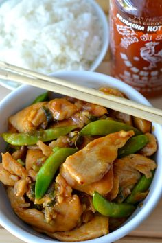 This easy spicy Asian chicken stir fry recipe contains a delicious stir fry sauce made from sriracha, honey, garlic, and ginger. Plus, there's a special trick that gives this Asian chicken a delightful texture that you usually only find in restaurants. Sweet And Spicy Chicken, Asian Chicken, Chicken Stir Fry, Chicken Wings, Easy Chinese Recipes, Asian Recipes, Healthy Chicken Recipes, Cooking Recipes, Recipe Chicken