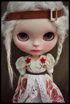B( the big eyes and the white hair very nice ☺