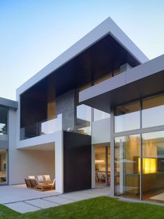 Best Minimalist House Design : Find Ideas for Minimalist House Design : Modern Minimalist House Design With Grass Front Yard And Outdoor Furniture Set
