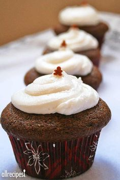 """Favorite Old Fashioned Gingerbread   """"This recipe for gingerbread is wonderful and very easy to make. I give it five stars!!!"""""""