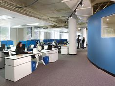 Open plan work area with Hum workstations and Approach seating. #CorporateOffice