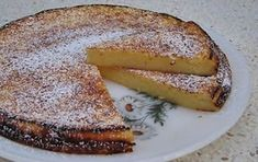 TARTE DELÍCIA DE IOGURTE ingredientes: 300 gramas de açúcar 100 gramas de farinha 50 gramas de manteiga 0,5 litro de iogurte natural (ou 3 iogurtes) 2 ovos açúcar em pó q. b. Modo de Preparação: Misturar o açúcar com os ovos muito bem. Incorporar, de seguida, a farinha e a manteiga previamente derretida. Adicionar os … Magic Cake Recipes, Sweet Recipes, Dessert Recipes, Portuguese Desserts, Portuguese Recipes, Fudge, Wine Recipes, Cooking Recipes, Mantecaditos