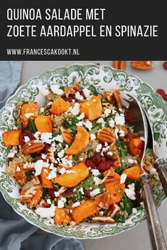 Recepten Recipe vegetarian dish for quinoa salad with sweet potato and spinach. Eat this meal salad as a lunch or as a main course. Salad Dressing Recipes, Salad Recipes, Lunch Restaurants, Vegetarian Recipes, Healthy Recipes, Healthy Food, Salad With Sweet Potato, Snacks Für Party, Clean Eating Snacks