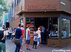 Want to know great places to eat in Sydney? A list of Sydney restaurants in Bondi, Surry Hills, The Rocks, China town and Darling Harbour Sydney Australia, Australia Travel, Australia 2017, Stuff To Do, Things To Do, Melbourne Cafe, Visit Sydney, Sydney Restaurants, Darling Harbour