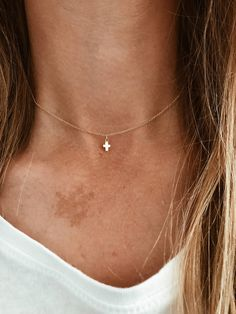 Diamond Bezel Necklace / Rose Gold Dangling Diamond Necklace / Brilliant Cut Real Diamond Necklace / Birthday Gift A single brilliant round cut diamond different choices of diamond size) hangs on a bail at the center of a thin gold chain with Diamond Choker Necklace, Love Necklace, Layered Necklace, Circle Necklace, Thin Gold Chain, Cross Jewelry, Or Rose, Rose Gold, Chokers