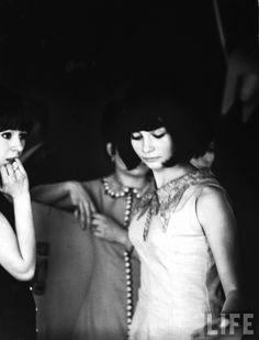 honey-kennedy-alfred-eisenstaedt-parisian-girl-at-discotheque-1963