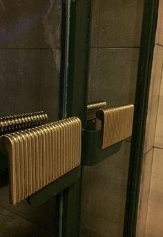 Super Ideas for main door handle design modern Cabinet Door Hardware, Brass Door Handles, Wooden Handles, Furniture Handles, Door Furniture, Main Door Handle, Modern Fence Design, Wardrobe Door Handles, Hotel Door