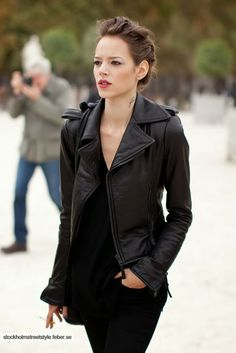 Gorgeous ladies pure shinning black leather jacket. Glorya: This is the typical NYC look all in black.