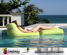 Fabulosas tumbonas flotantes, Ideales para tu piscina o lugar de ocio. También puedes disfrutarla en tu jardín. www.decoraciongimenez.com/terraza-jardin/tumbonas-y-hamacas