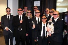 100 Winning Group Halloween Costume Ideas via Brit + Co. Men in Black: Grab a suit and some shades plus a trusty pug to pull off this costume. Work Appropriate Halloween Costumes, Cute Group Halloween Costumes, Halloween Office, Theme Halloween, Diy Costumes, Scary Halloween, Costume Ideas, Halloween Themes For Work, Best Group Costumes