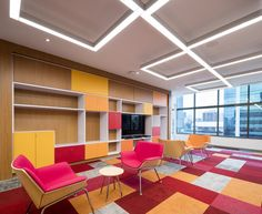 AEI Arquitectura e Interiores designed the offices of certified public accounting company PWC, located in Panama City, Panama. City Office, Office Floor, Visual Merchandising, Herman Miller, Innovative Office, Corporate Office Design, Design Palette, Lounge, Lobbies