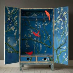 爱 Chinoiserie? 爱 home decor in chinoiserie style - thelma wadrobe Hand Painted Furniture, Handmade Furniture, Upcycled Furniture, Diy Furniture, Painted Wardrobe, Turbulence Deco, Mood Colors, Colours, Ideias Diy