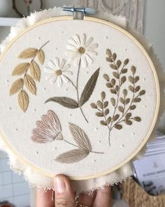 Diy Embroidery Art, Creative Embroidery, Modern Embroidery, Hand Embroidery Designs, Floral Embroidery, Cross Stitch Baby, Cross Stitch Flowers, Hand Sewing Projects, Stone Bathroom