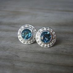 Etruscan London Blue Topaz Stud Earrings от onegarnetgirl на Etsy