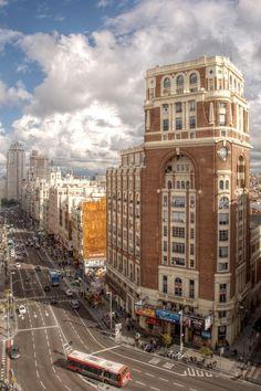 Gran Vía by Felipe Gabaldon / (Spain) Classic Architecture, Architecture Details, Flatiron Building, New York Style, Big Ben, Madrid, Picture Frames, Around The Worlds, Street View