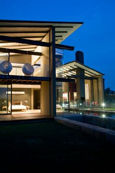 Who doesn't dream of living each day as if it was a holiday? Architect Thomas Gouws has designed a home where you will feel as if you are living in a five-star contemporary lodge. Architecture 101, Building Facade, Open Plan, New Homes, House Design, Mansions, Cape Dutch, House Styles, Dream Homes