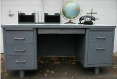 Vintage metal desk: currently looking for one of these.