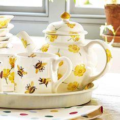 Buttercup Scattered 3 Mug Teapot – Emma Bridgewater UK Emma Bridgewater Pottery, English Pottery, Tea Art, It Goes On, Tea Service, Chocolate Pots, Tea Mugs, Tea Time, Dinnerware