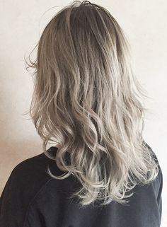 ホワイトシルバーベージュグラデーション★【CANAAN(カナン)】 https://www.beauty-navi.com/style/detail/54699?pint ≪#ヘアカラー #haircolor #シルバー #silver #髪型 #髪形 #ヘアスタイル≫