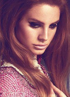 I love the 70s Bohemian feel to Lana Del  Rey's makeup.