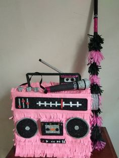 Pinata radio # dancing party Retro Party, 80s Party, Party Time, 80s Birthday Parties, 80th Birthday, Pinatas Diy, Star Pinata, Hip Hop Party, Rock Star Party