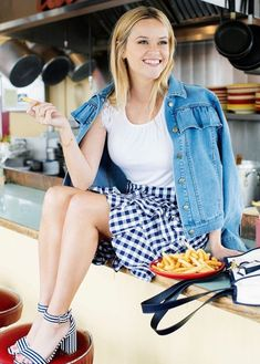 Classic Reese Witherspoon She can even rock blue and white Cute Spring Outfits, Cute Outfits, Gingham Skirt, Denim Skirt, Reese Whitherspoon, Spring Summer Fashion, Autumn Fashion, Reese Witherspoon Style, Women Lifestyle