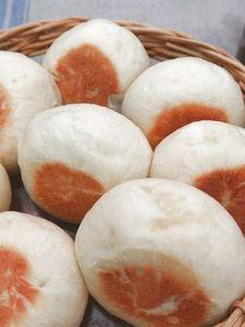 【ほっとき!もちもちパン】【フライパンで焼ける】丸パン Donuts, How To Make Bread, Japanese Food, Scones, Sandwiches, Food And Drink, Peach, Tasty, Sweets