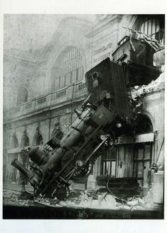 L. Mercier (in Paris um 1895 tätig)  Accident at the Gare de l'Ouest, 22 October 1895  1895  Aristotype  H. 22.6; W. 17.1 cm  © RMN (Musée d'Orsay) / Hervé Lewandowski