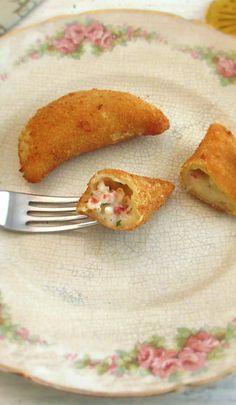 Rissóis de camarão | Food From Portugal
