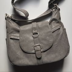 Kelly Moore B-hobo camera bag Heather Gray LIKE NEW bag. Used only a handful of times. Includes both straps (short and adjustable strap with shoulder pad) zipper top with Velcro removable compartments Kelly moore Bags Crossbody Bags