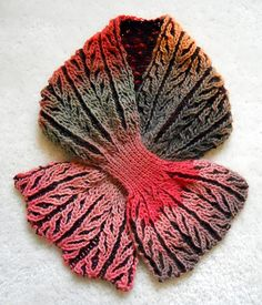 I need to learn the broiche stitch, and make this kind of scarf.  So interesting!