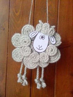 ✩ Check out this list of creative present ideas for coffee drinkers and lovers Sheep Crafts, Felt Crafts, Easter Crafts, Spring Crafts, Holiday Crafts, Diy Crafts For Kids, Arts And Crafts, Felt Ornaments, Christmas Ornaments