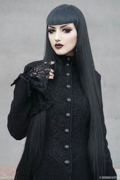 Top Gothic Fashion Tips To Keep You In Style. As trends change, and you age, be willing to alter your style so that you can always look your best. Consistently using good gothic fashion sense can help Gothic Dress, Gothic Outfits, Gothic Lolita, Alternative Mode, Alternative Fashion, Goth Beauty, Dark Beauty, Steampunk, Dark Fashion