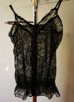 A vendre sur #vinted ! http://www.vinted.fr/femme/debardeurs/10279794-debardeur-noir-en-dentelle-ange