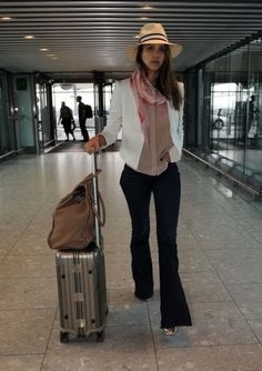 Jessica Alba leaving London