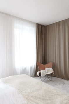 Bedroom interior design ideas, how to use curtains in the bedroom, curtains as room dividers, bed drapes Wall Drapes, Bedroom Drapes, Home Bedroom, Bedroom Wall, Bedroom Decor, Bed Drapes, High Curtains, Light Bedroom, Modern Curtains