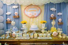 Este chá de fraldas das ovelhinhas foi criado especialmente para um evento, o Fenakids! ABonParti (clique)junto com seus parceiros criou uma mesa em amarelo e azul, como se fosse a celebração da chegada de gêmeos ou de dois bebês! O tema é neutro e as cores super suaves ficaram lindas ao lado das peças decorativas, … Baby Party, Baby Shower Parties, Baby Shower Themes, Shower Ideas, Dessert Buffet Table, Lolly Buffet, Birthday Party Tables, Boy Birthday, Baby Shower Cakes